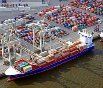 Container-Verladung im Hamburger Hafen (groß)