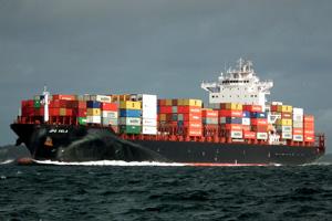 Stader Reederei flaggt ein