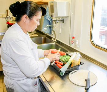 Gesund an Bord: Hygienischer Umgang mit Lebensmitteln