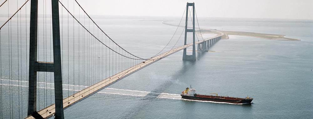Header Schiff durch Brücke GTS